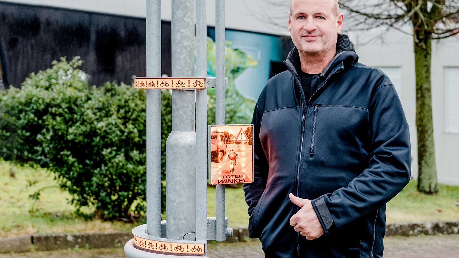 Entwickler Martin Budde zeigt das Warnsystem Bike-Flash.