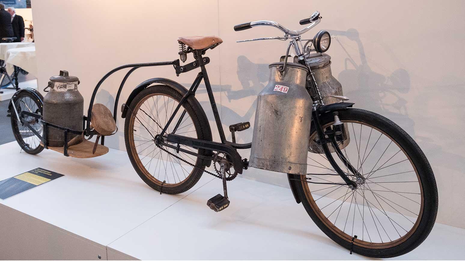 Historisches Milchkannen-Fahrrad aus der Abteilung Cargobikes.