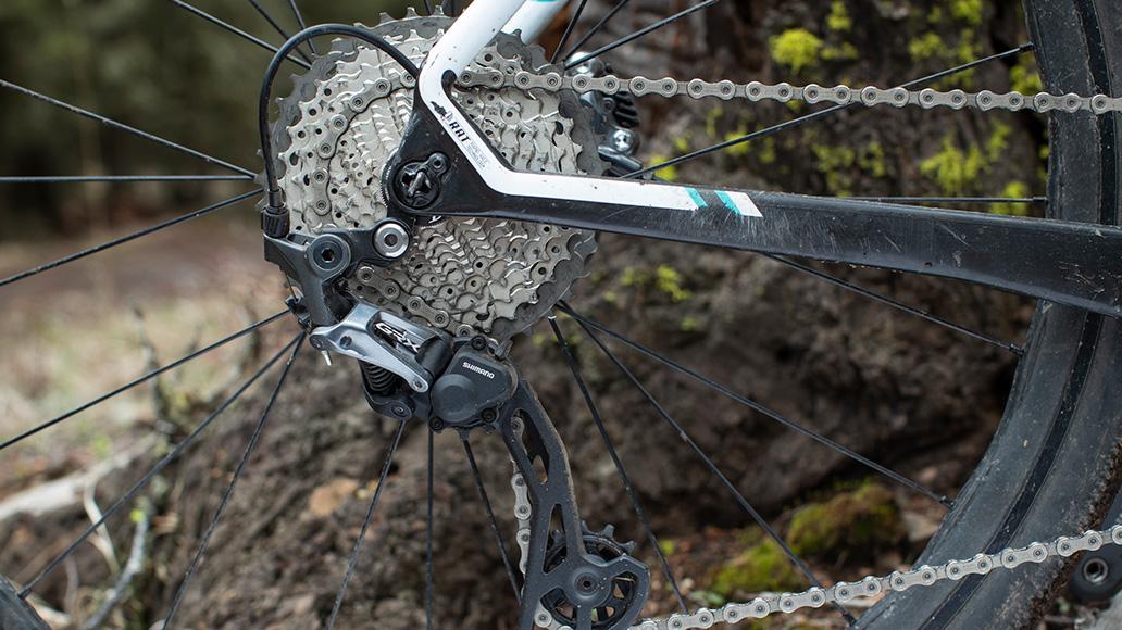 Bei den Ritzelpaketen bedient sich die GRX je nach Kundenwunsch aus den Rennrad- und MTB-Regalen der Tiagra-, 105-, Ultegra-, Deore-, SLX- und XT-Gruppen.